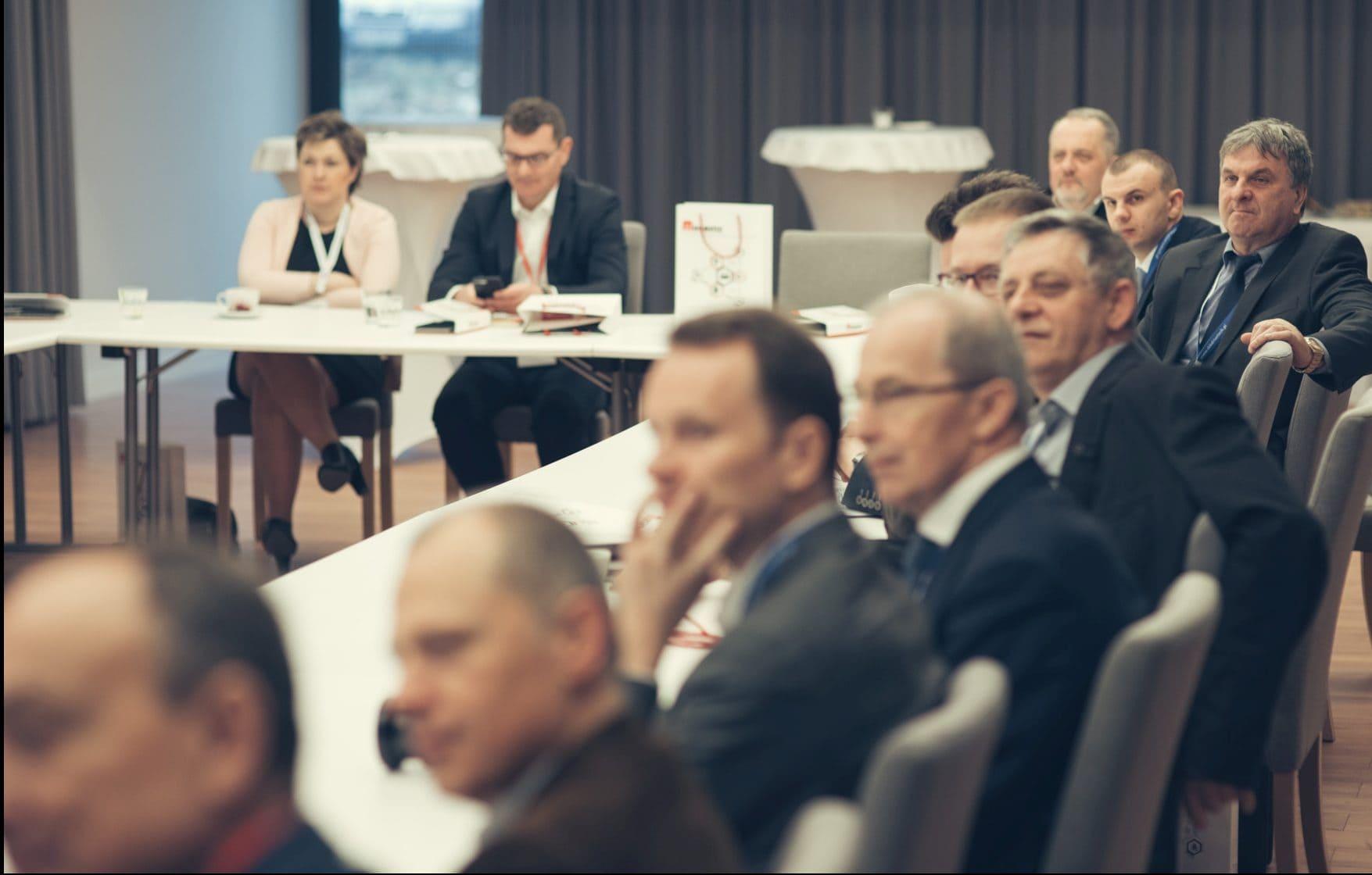 Dyskusja członków PGM nt. zatrudniania pracowników i ubezpieczania działalności produkcyjnej